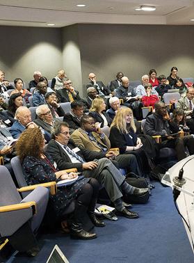 """1er rang de gauche à droite :Bianca Rutherford (Chaire UNESCO ITEN),Jamal Eddine NAJI (président d'ORBICOM),Fackson BANDA (responsable """"Archives du Monde"""", UNESCO).Ghislaine Azémard (Chaire UNESCO ITEN),Ibrahim SY SAVANE (directeur de la HACA de la Cote d'Ivoire)"""